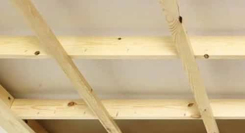 Pose lambris bois plafond for Faire un faux plafond en bois