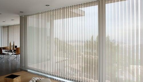 Store intérieur : à bandes verticales ou californien